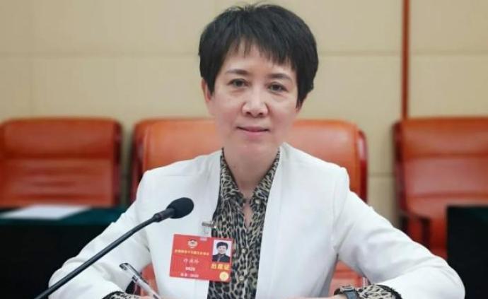 """天津许洪玲委员建议:开展家长教育,父母也要""""持证上岗"""""""