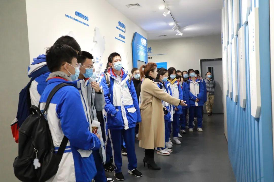 成都七中学子湖南人文学院参观学习活动