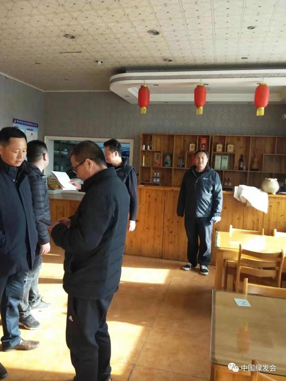 执法部门在村内小饭店宣传禁食野生动物