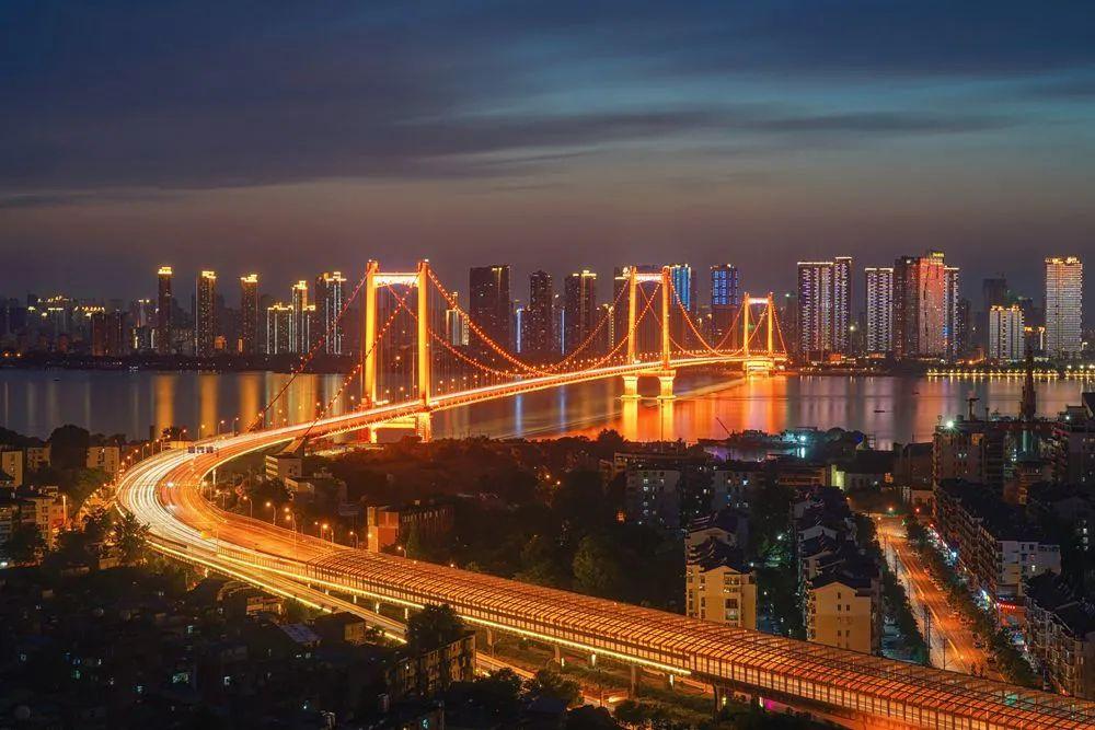 武汉夜景 图片来源:摄图网