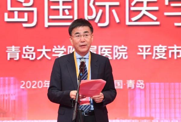 青岛大学医学部党工委书记、青大附院党委书记王新生同志致辞。