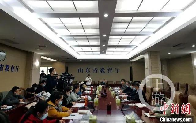 1月15日,山东省教育厅召开新闻通气会,解读近日印发的《山东省中小学教师减负清单》。/中新网