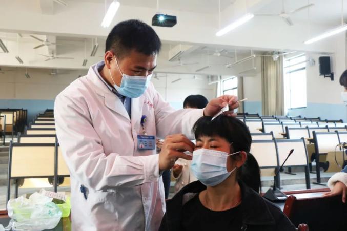 【八一医院】中医中药校园行 健康保健受欢迎