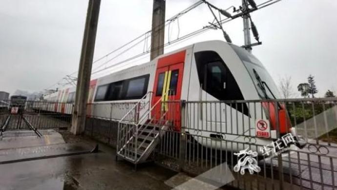 全国首列双流制列车4月重庆下线,可实现地铁和铁路互联互通