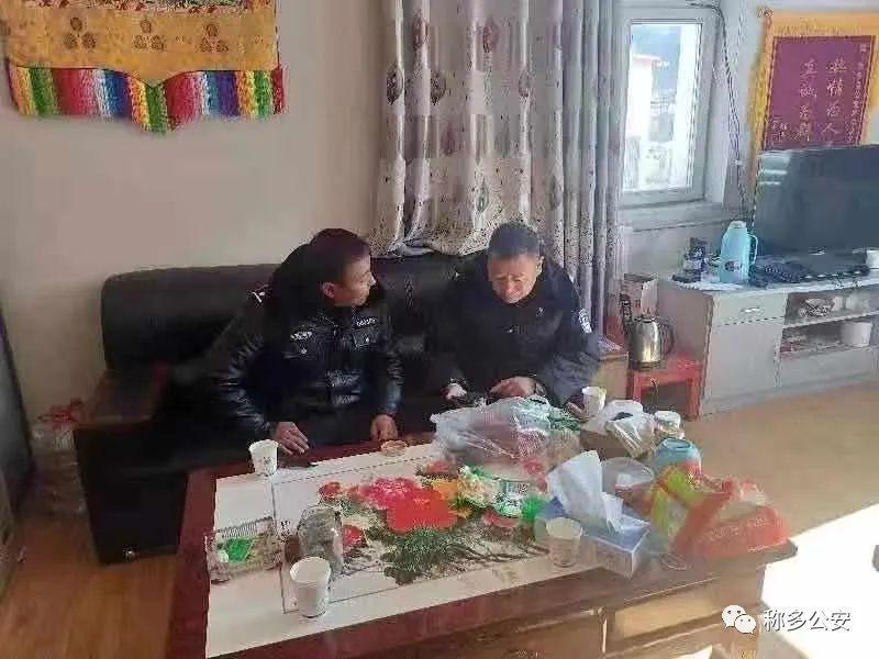 政委扎西朋措深入尕朵辖区寺院开展节日