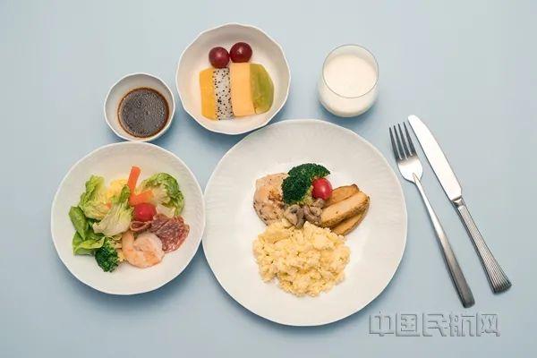 跨界合作 彩绘餐车登上波音787梦想客机