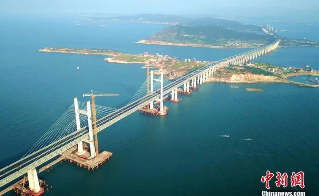 正在建设中的福建平潭海峡公铁两用大桥 图源:中新网