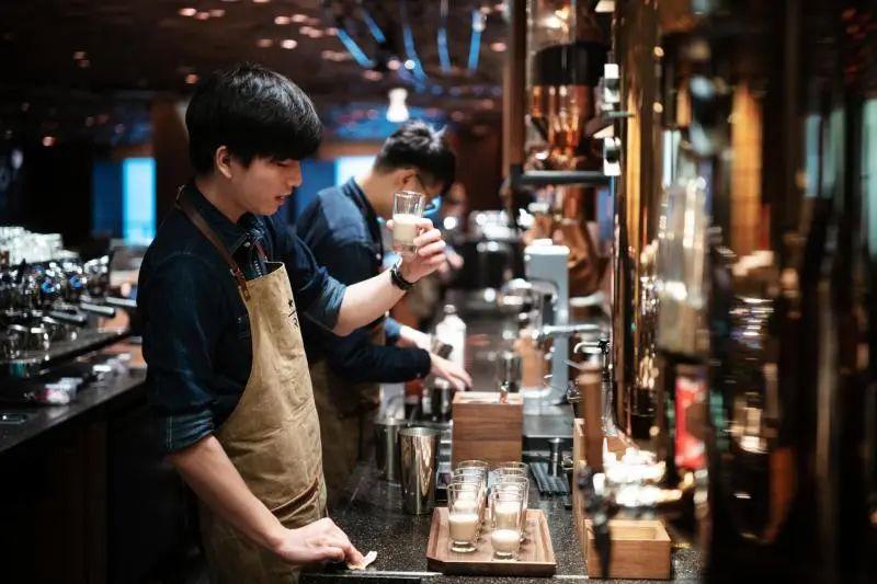 (星巴克烘焙工坊提供与普通门店完全不同的咖啡体验  董天晔摄)