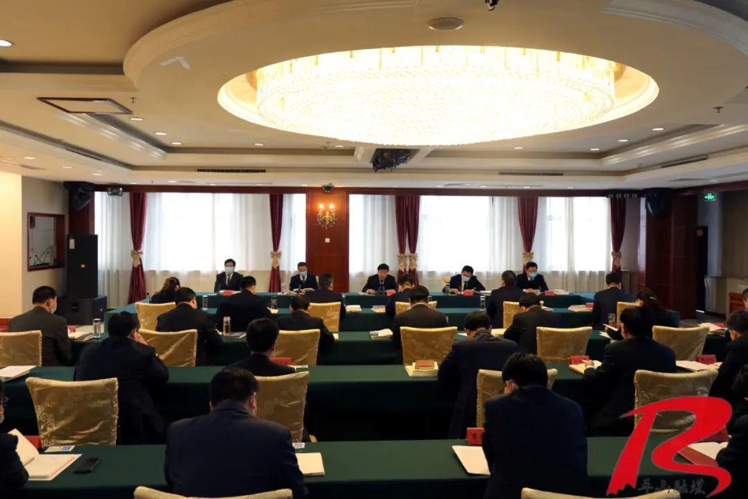董晓航在西柏坡主持召开县委理论学习中心组学习会议(图1)