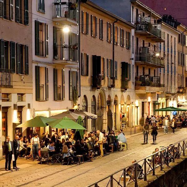 如何让城市更加幸福?首先就是要有一个广场