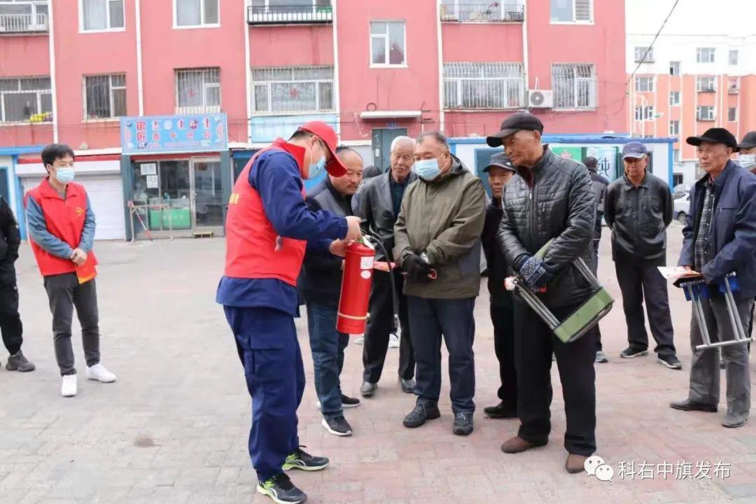 志愿服务进社区 服务于民暖人心