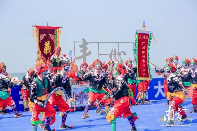 推介会上的甲子英歌舞表演。