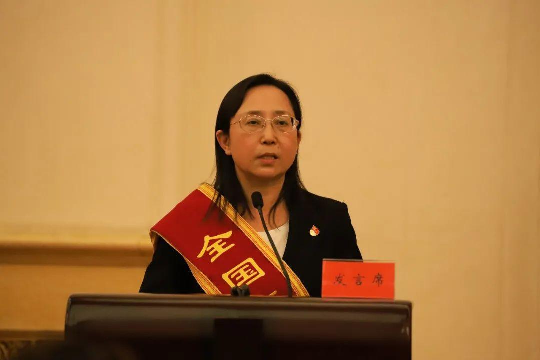 ▲武汉市金银潭医院重症医学科主任吴文娟在会上发言