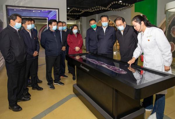 省人大常委会副主任徐济超一行在人体科学馆调研指导