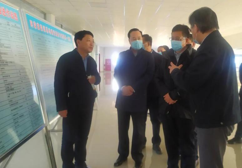 高润喜陪同自治区政府副主席李秉荣就奶业振兴开展专题调研