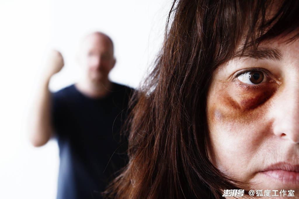 恒行娱乐:遭家暴10年捅伤丈夫被判2年,为什么被重判的是妻子?(图1)