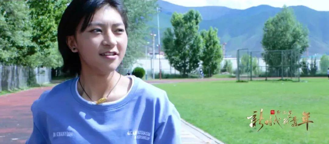 西藏大学学生次仁桑姆在操场跑步