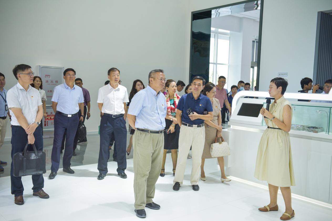 博鳌乐城国际医疗旅游管理局副局长吕小蕾的陪同参观并介绍先行区发展规划