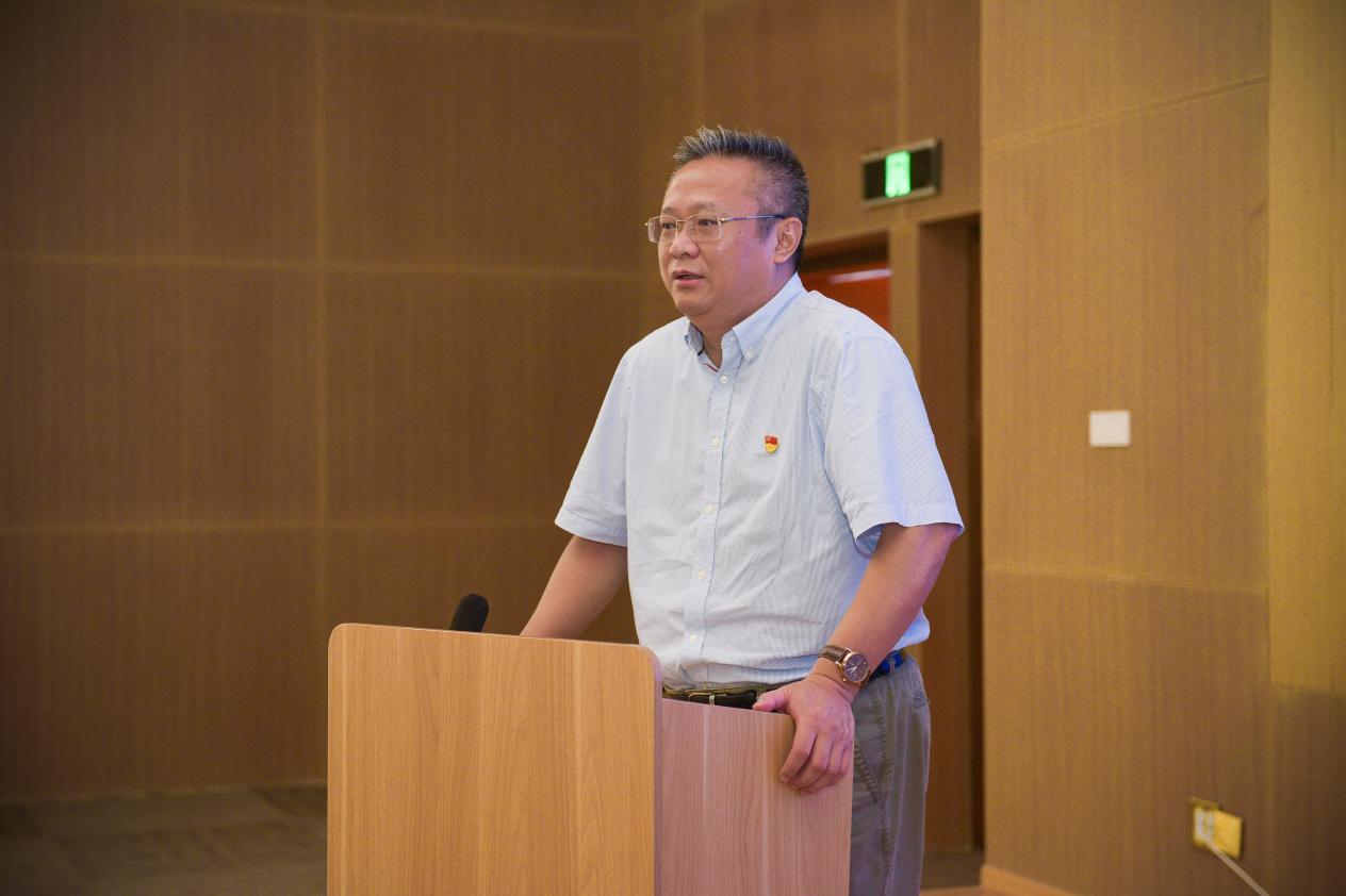 海南医学院校长杨俊出席签约仪式并讲话