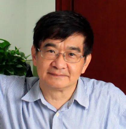 """吴仲义 进化生物学和遗传学领域著名科学家。2004年当选台湾""""中研院""""院士。曾任美国芝加哥大学生态与进化系系主任。2008年起,历任中国科学院北京基因组研究所所长、中山大学生命科学学院教授。"""