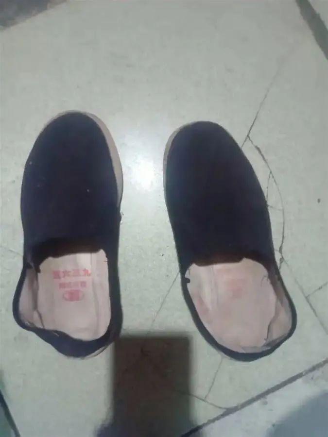 毛治高当天穿的鞋子(毛治高摄)