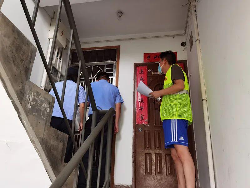 【践行重要训词精神】从入职3天到从警30余年,他们一起穿上藏蓝守护界龙花苑