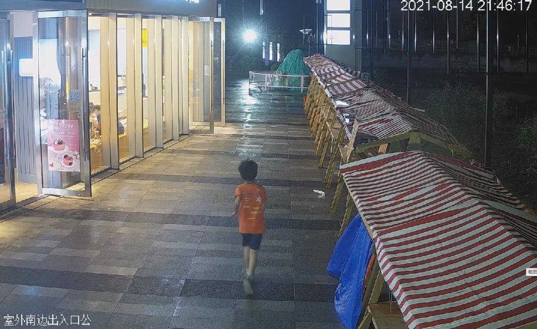 【践行重要训词精神】8岁孩子半夜出走逛商场 家长报警求助