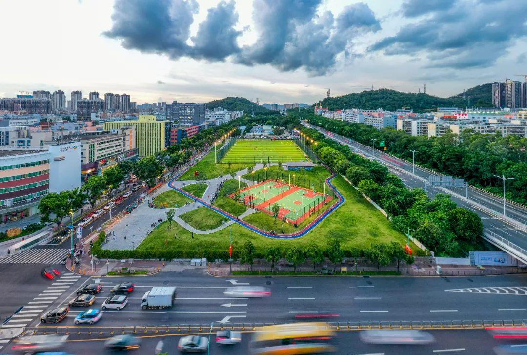 游园记|足球场、篮球场、环形跑道,解锁大宝路运动公园