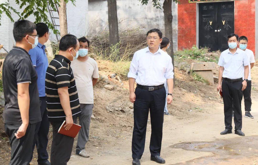 张前锋调研王坡乡贾青炭村改厕工作(图2)