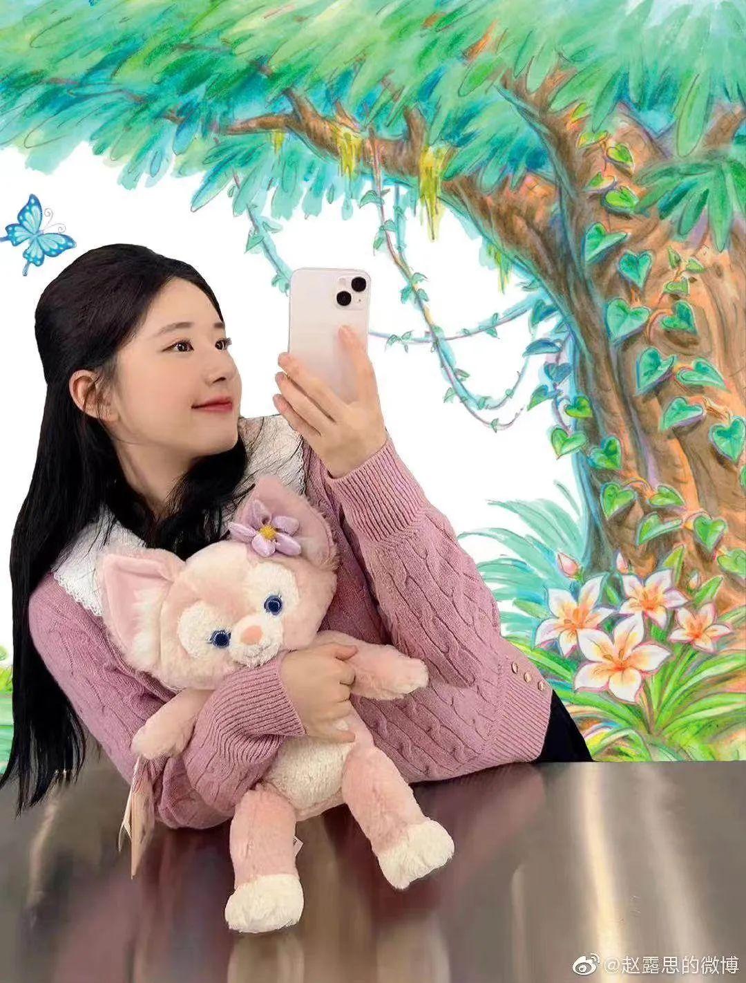已经拿到玲娜贝儿的女明星 赵露丝微博