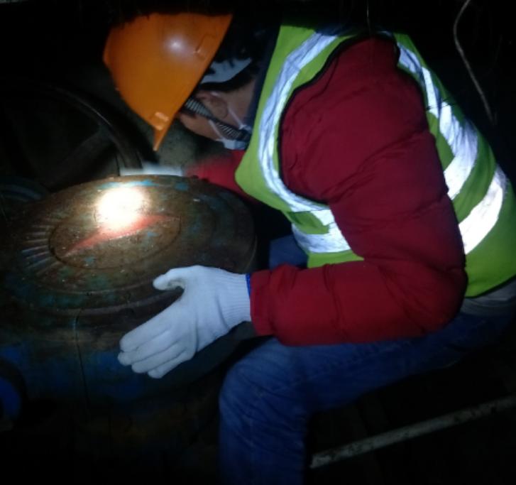△供水抢修员夜间抢修作业