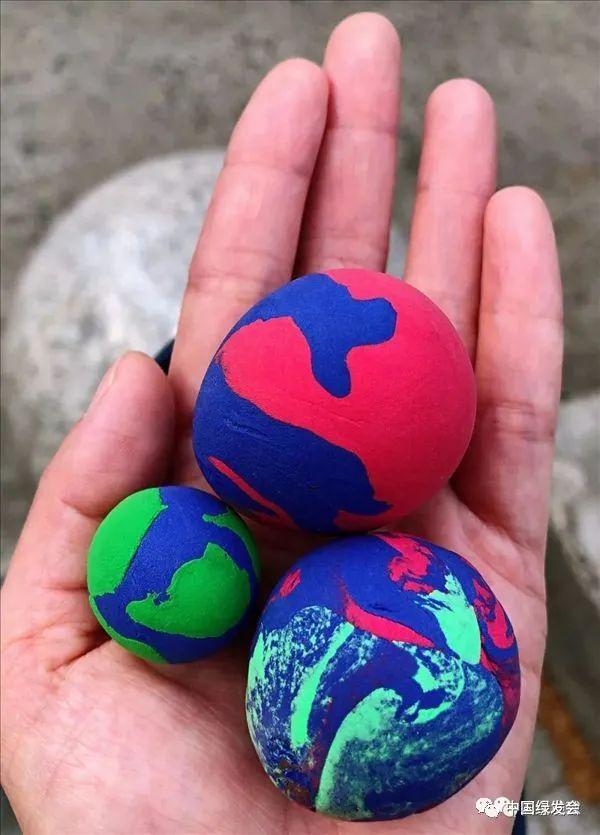 彩色地球活动照片