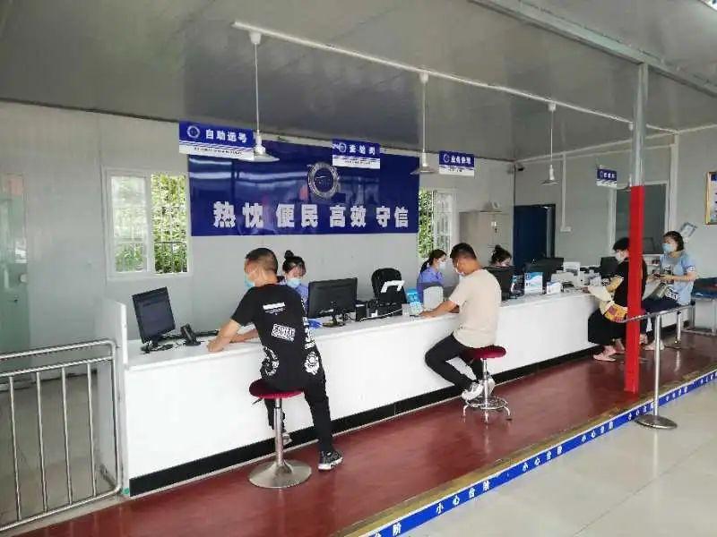 重庆交巡警大力推行社会办服务民生发展