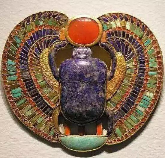 相传为图坦卡蒙墓葬中出土的圣甲虫饰品护身符  图源于网络