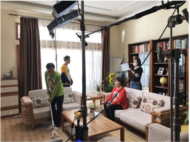 巩汉林与团队拍摄《汉林V喜剧》