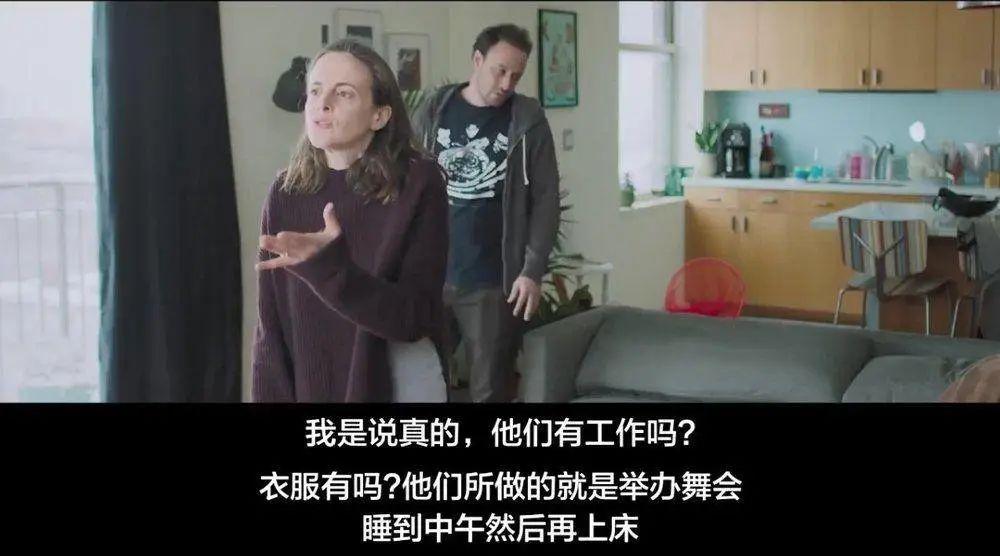 偷窥客_偷窥邻居1年后,她发现了一个关乎幸福的秘密丨社会比较_湃客 ...