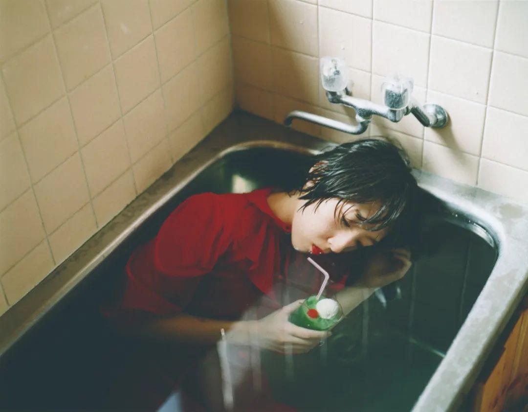 斋部香★,《动摇、交错》(2017),收入《不是理想的猫》一书。图片由艺术家提供