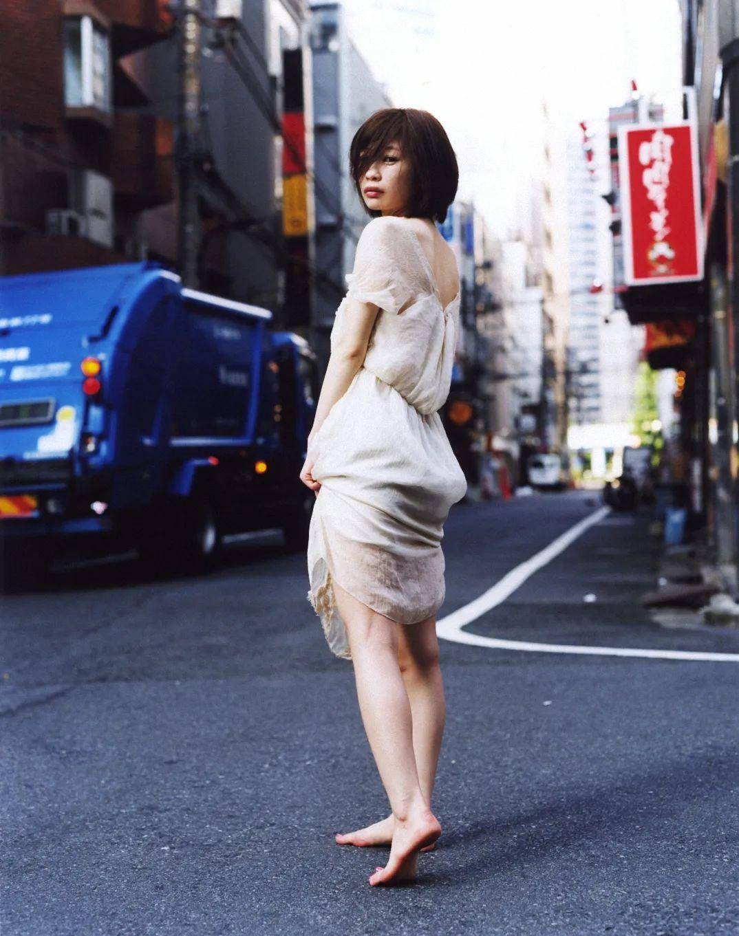 斋部香★,《面向开始的蓝》(2014),收入《不是理想的猫》一书。图片由艺术家提供