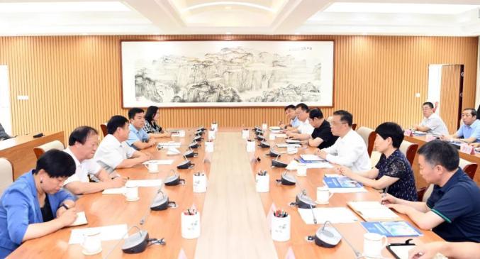 杨勤荣与北方职业官网集团董事长曹振峰一行座谈