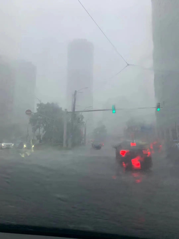 狂风暴雨、电闪雷鸣,今天中午你淋雨了吗?3