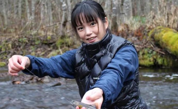 """日版""""李子柒""""走红,零下30度住森林小屋,每天只想钓鱼"""