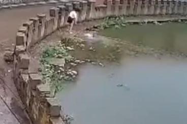 [怎么能在家赚钱]惊险!山西8岁姐姐跳水救妹妹险溺水,村民赶到