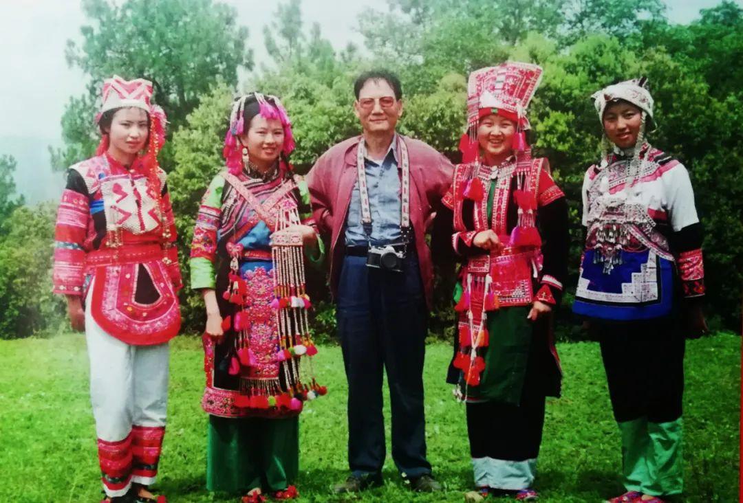调查彝族服饰