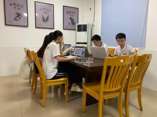 《健园之家——科技助农,赋能杨桃产业扶贫》团队备战大赛