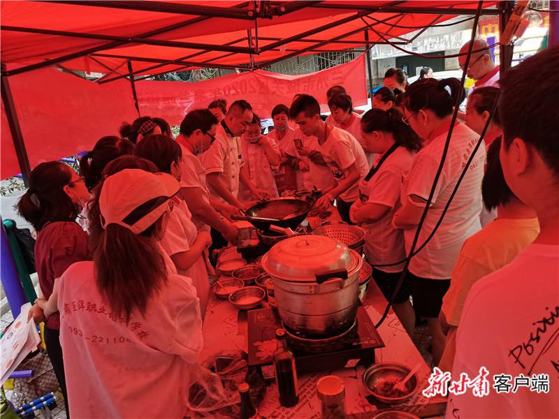 学习中式烹饪技能。