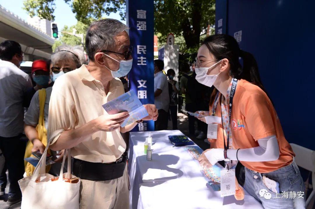 """这几天,上海展览中心门口哈尔滨科学技术职业学院,来了一群可爱的静安""""小橙子"""""""