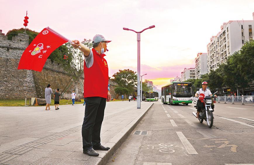 文明标衺+���_一群人温暖一座城!肇庆66万志愿者用爱奉献光和热_媒体_澎湃