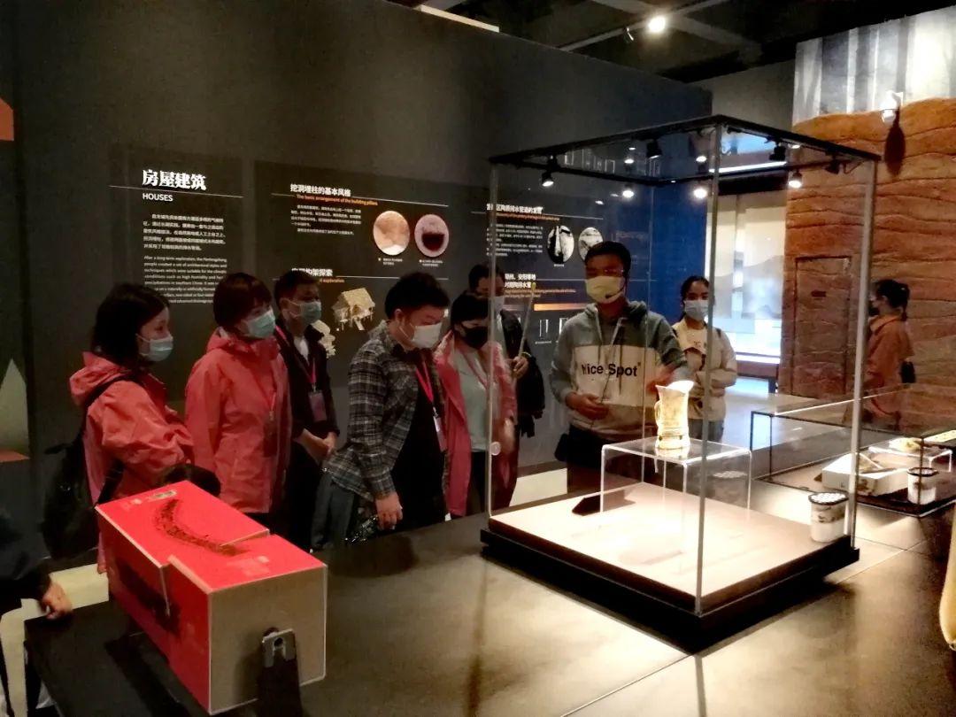 援鄂医疗队十一期间重返武汉,参观盘龙城遗址博物院基本陈列