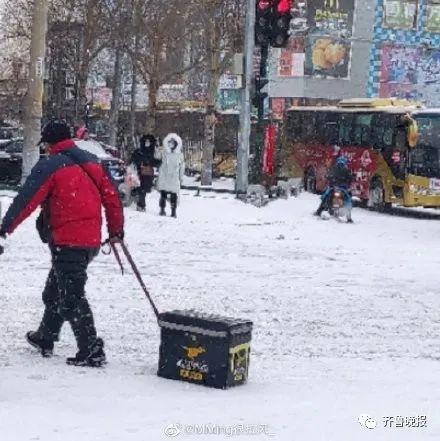 被大雪承包的热搜:我在北方裹着貂,你在南方露着腰